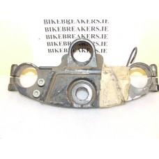 ZX 6R TOP YOKE/HANDLEBAR CLAMP